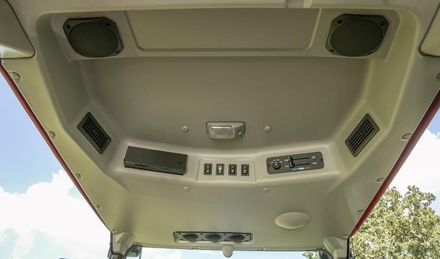 Mahindra 1635 Cab inside