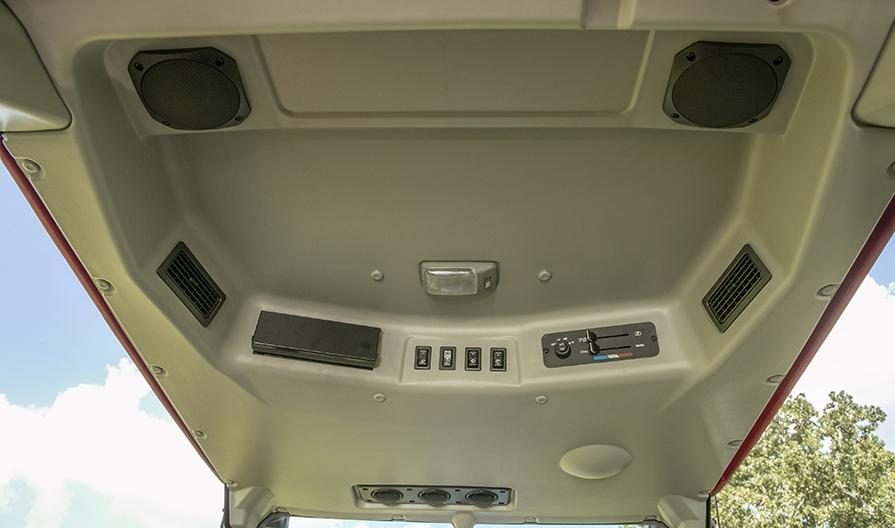 Mahindra 1640 Cab Inside