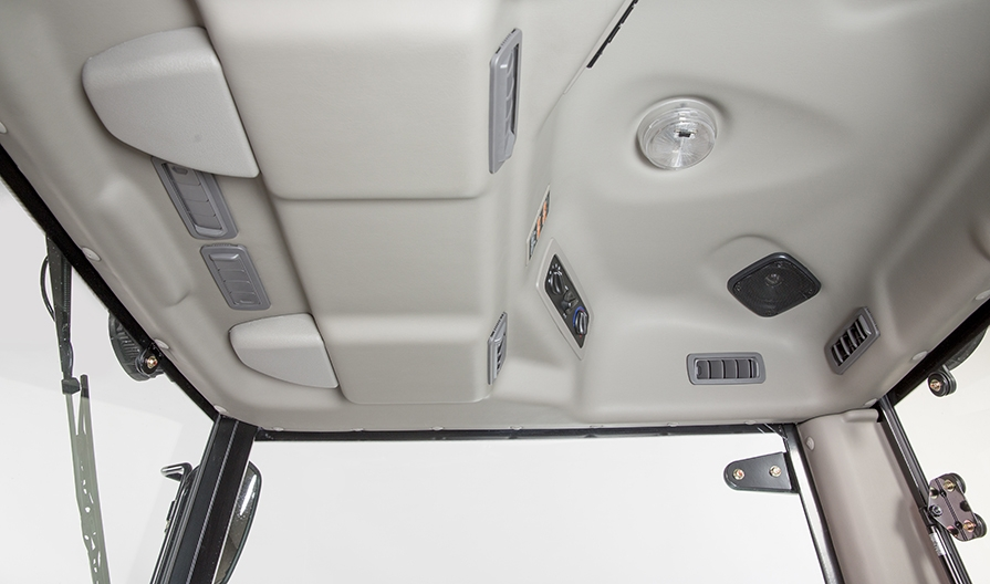 Mahindra 2645 Cab inside